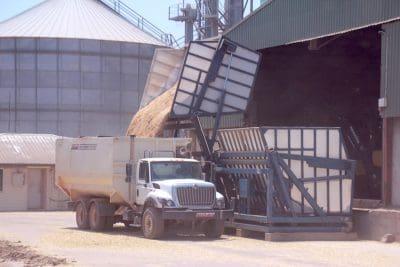 goonoo-loading-feed-truck